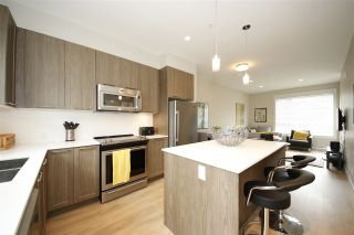 """Photo 3: 21 38684 BUCKLEY Avenue in Squamish: Downtown SQ Townhouse for sale in """"Newport Landing"""" : MLS®# R2145592"""