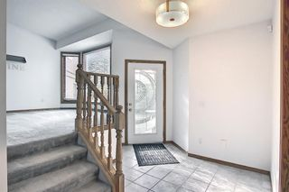 Photo 2: 1328 48 Avenue NW in Calgary: North Haven Detached for sale : MLS®# A1103760