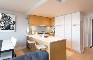 """Photo 2: 522 2008 PINE Street in Vancouver: False Creek Condo for sale in """"MANTRA"""" (Vancouver West)  : MLS®# R2348599"""