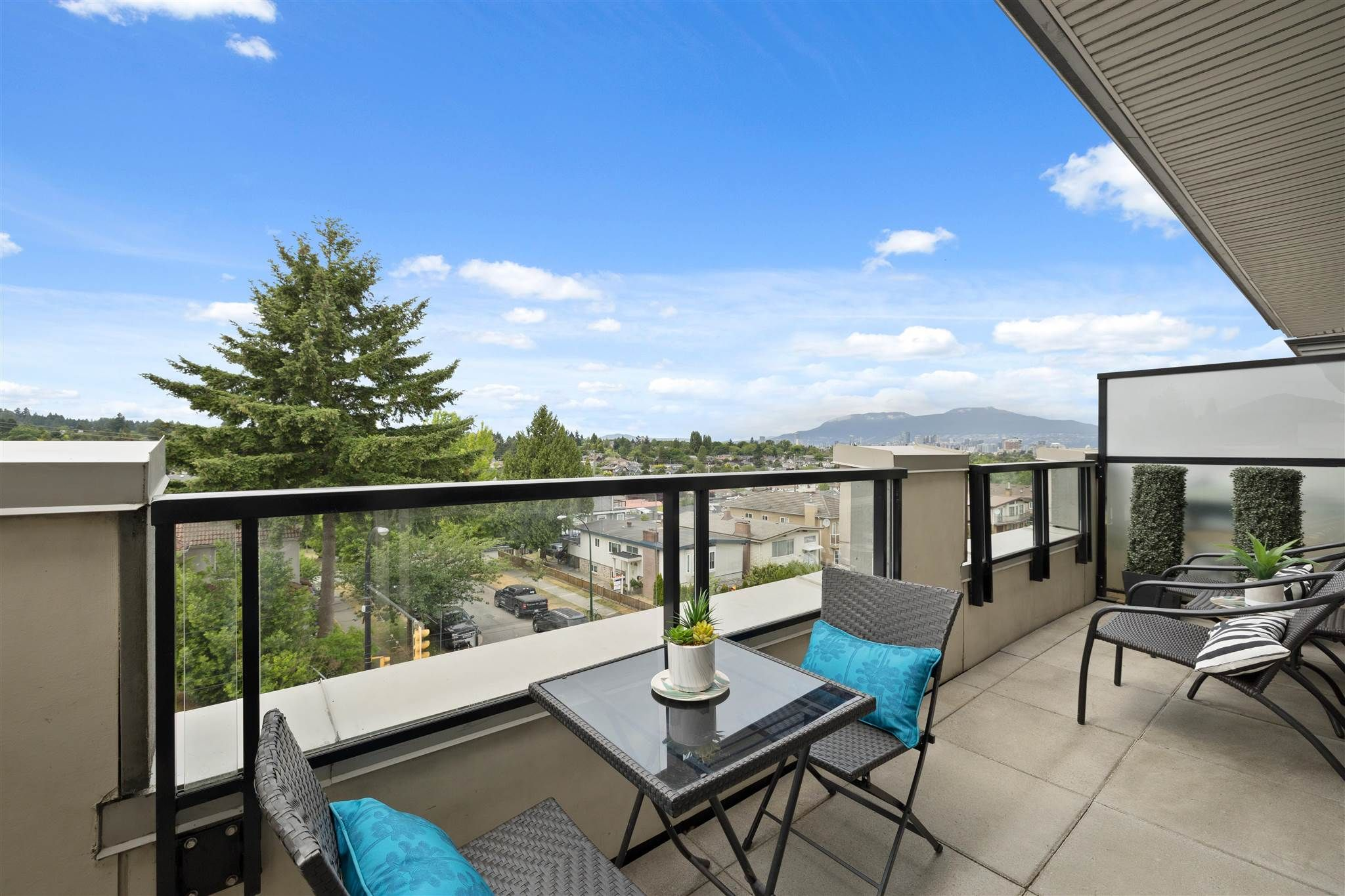 """Main Photo: 404 4550 FRASER Street in Vancouver: Fraser VE Condo for sale in """"CENTURY"""" (Vancouver East)  : MLS®# R2617572"""