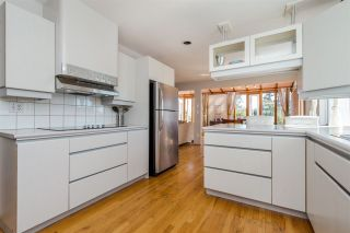 Photo 8: 968 CHARLAND Avenue in Coquitlam: Central Coquitlam 1/2 Duplex for sale : MLS®# R2114374