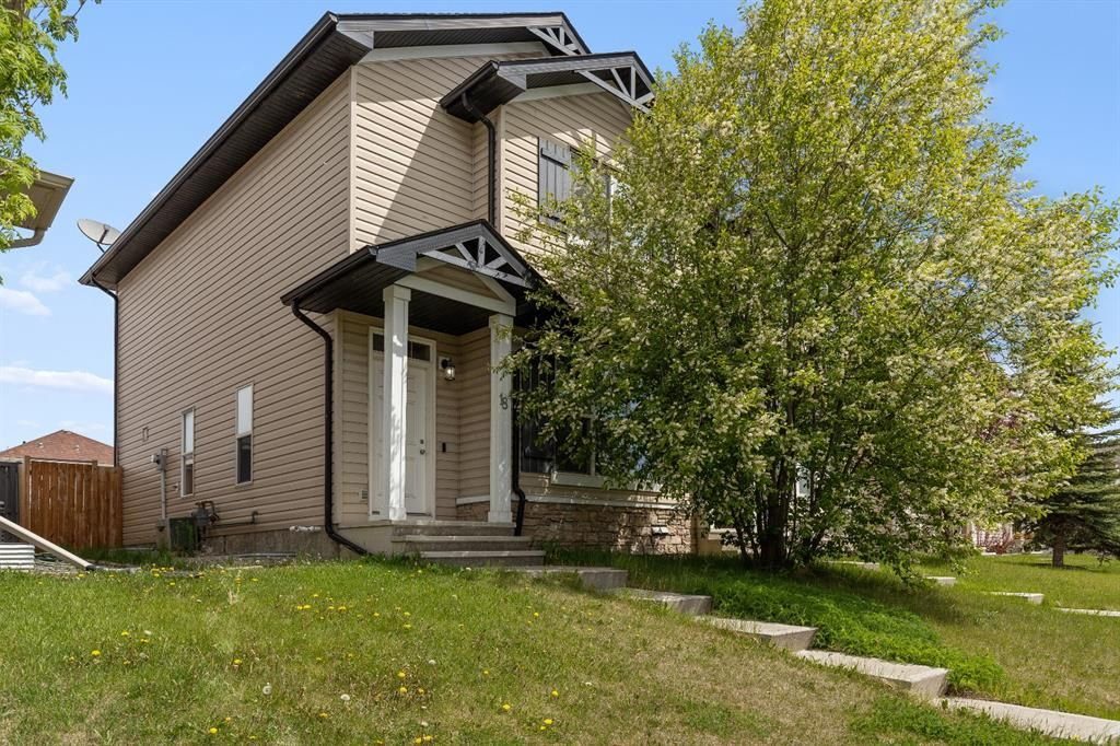 Main Photo: 18 Covehaven Mews NE in Calgary: Coventry Hills Semi Detached for sale : MLS®# A1118503