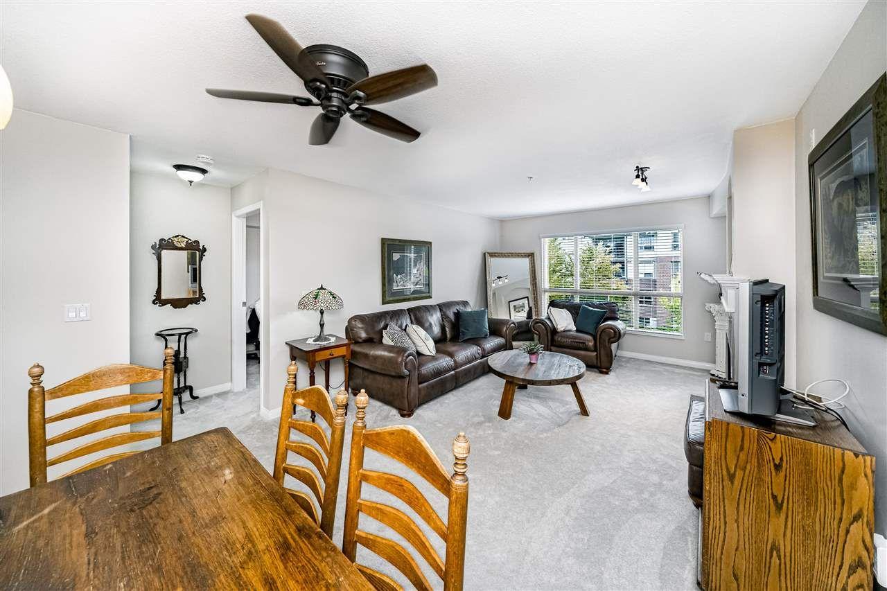 "Photo 7: Photos: 306 15188 22 Avenue in Surrey: Sunnyside Park Surrey Condo for sale in ""Muirfield Gardens"" (South Surrey White Rock)  : MLS®# R2523832"