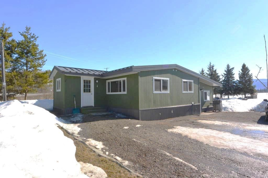 """Main Photo: 7255 WOODMERE Road in Smithers: Smithers - Rural Manufactured Home for sale in """"WOODMERE"""" (Smithers And Area (Zone 54))  : MLS®# R2438178"""