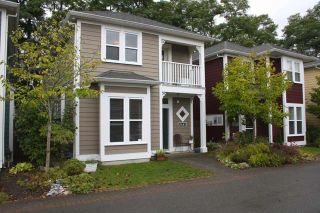 Photo 1: 5683 47A Avenue in Manor Lane: Home for sale : MLS®# V747569