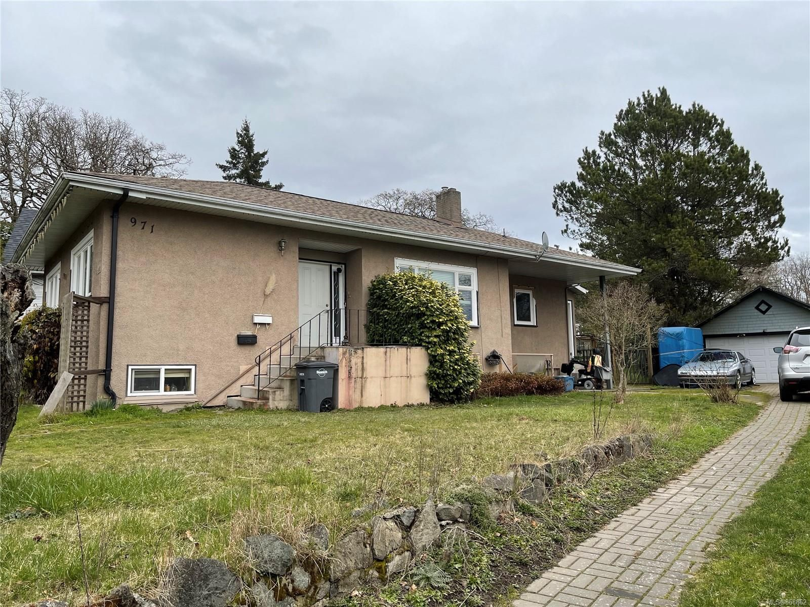 Main Photo: 971 Cloverdale Ave in : SE Quadra House for sale (Saanich East)  : MLS®# 868862