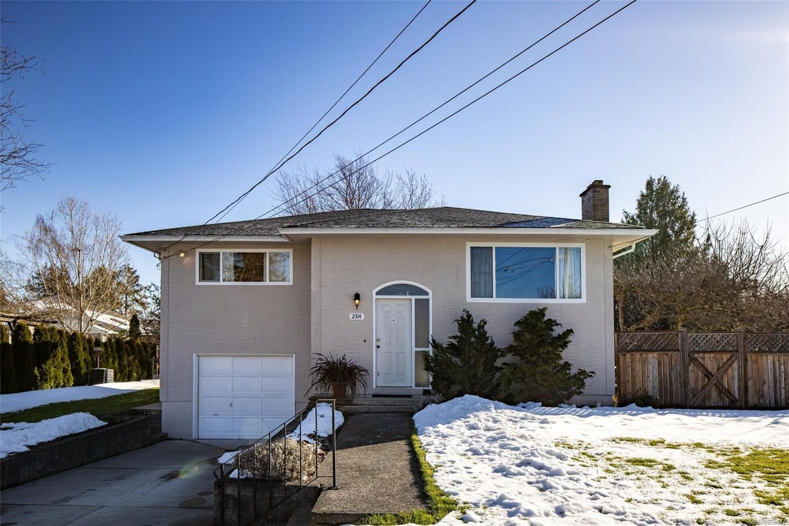Main Photo: 2314 Grove Cres in : Si Sidney North-East House for sale (Sidney)  : MLS®# 866647