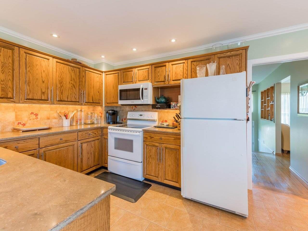 Photo 12: Photos: 808 REGAN Avenue in Coquitlam: Coquitlam West House for sale : MLS®# R2563486