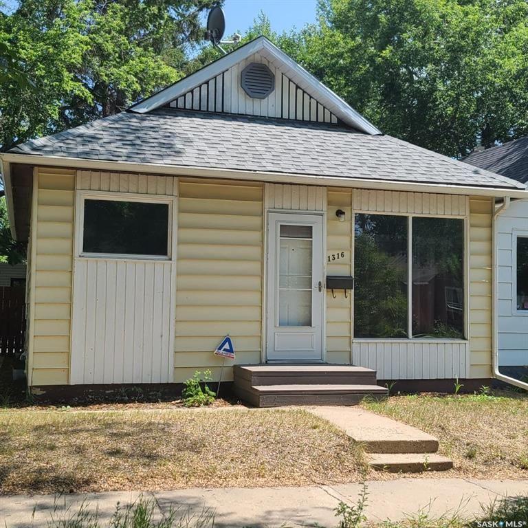 Main Photo: 1316 G Avenue North in Saskatoon: Mayfair Residential for sale : MLS®# SK862715
