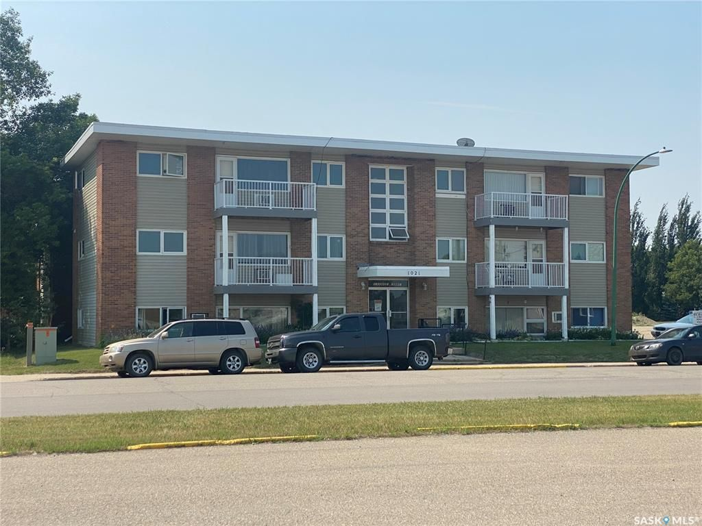 Main Photo: 1021 4th Avenue in Esterhazy: Multi-Family for sale : MLS®# SK865078