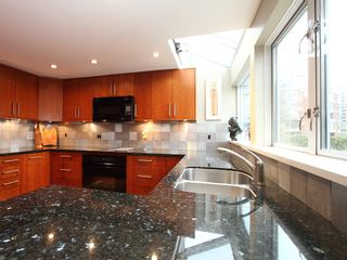 """Photo 15: 1596 ISLAND PARK Walk in Vancouver: False Creek Townhouse for sale in """"THE LAGOONS"""" (Vancouver West)  : MLS®# V922558"""