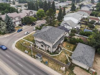 Photo 4: 7451/7453 83 Avenue in Edmonton: Zone 18 House Duplex for sale : MLS®# E4247994