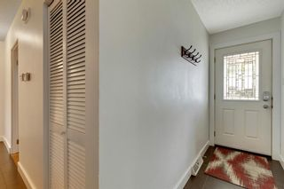 Photo 2: 79 Warwick Drive SW in Calgary: Westgate Detached for sale : MLS®# A1131480