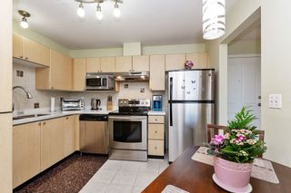 """Photo 6: 405 10188 155 Street in Surrey: Guildford Condo for sale in """"The Sommerset"""" (North Surrey)  : MLS®# R2379338"""
