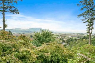 Photo 2: 94 35287 OLD YALE Road in Abbotsford: Abbotsford East Townhouse for sale : MLS®# R2588221