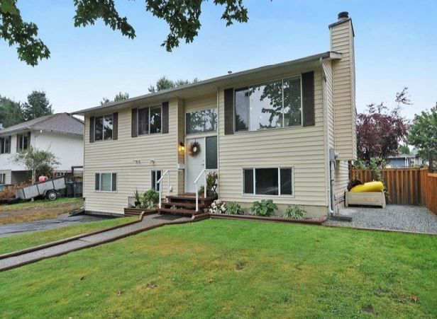 Main Photo: 17262 62a Avenue in Surrey: Cloverdale BC House for sale (Cloverdale)  : MLS®# F1319477