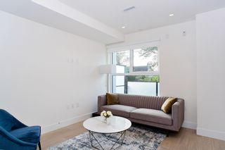 "Photo 2: 151 W 41ST Avenue in Vancouver: Oakridge VW Townhouse for sale in ""WOODSTOCK 1"" (Vancouver West)  : MLS®# R2526293"