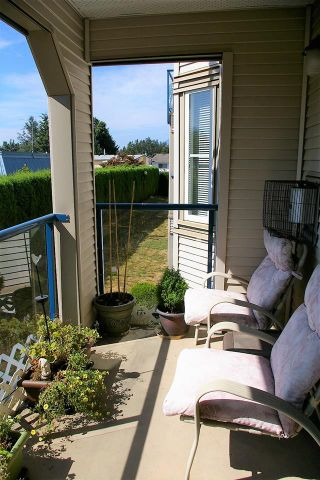"""Photo 9: 202 45504 MCINTOSH Drive in Chilliwack: Chilliwack W Young-Well Condo for sale in """"Vista View"""" : MLS®# R2209228"""