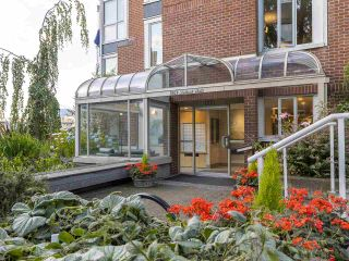 """Photo 32: 406 1551 MARINER Walk in Vancouver: False Creek Condo for sale in """"LAGOONS"""" (Vancouver West)  : MLS®# R2548149"""