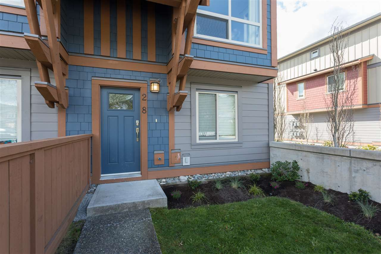 """Main Photo: 28 40653 TANTALUS Road in Squamish: Tantalus Townhouse for sale in """"TANTALUS CROSSING"""" : MLS®# R2259365"""