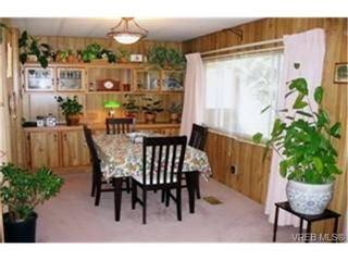 Photo 2: 9 60 Cooper Rd in : VR Glentana Manufactured Home for sale (View Royal)  : MLS®# 335575