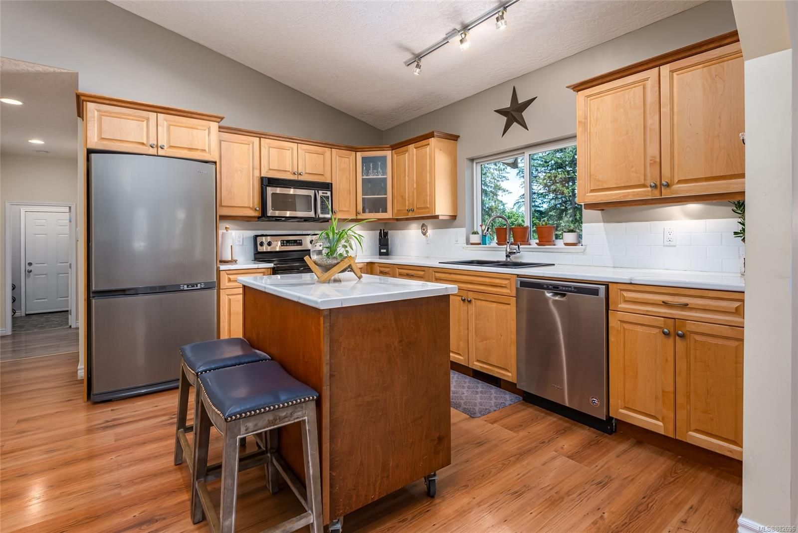 Photo 12: Photos: 3554 MacAulay Rd in : CV Merville Black Creek House for sale (Comox Valley)  : MLS®# 882696