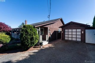 Photo 2: 711 Miller Ave in VICTORIA: SW Royal Oak House for sale (Saanich West)  : MLS®# 813746
