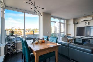 """Photo 7: 2002 668 COLUMBIA Street in New Westminster: Downtown NW Condo for sale in """"Trapp + Holbrook"""" : MLS®# R2419627"""
