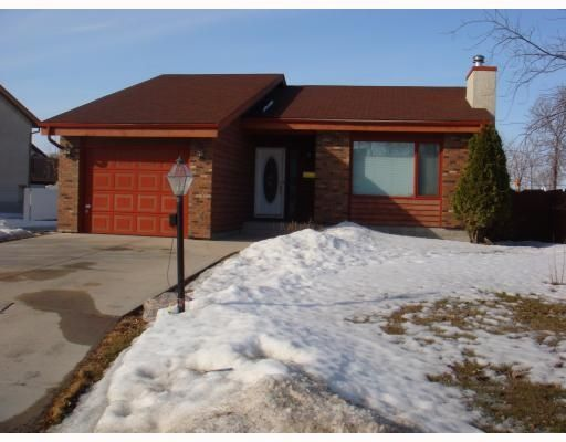 Main Photo: 104 Williamson Cr in Winnipeg: Residential for sale : MLS®# 2904302