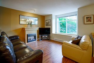 """Photo 3: 61 7488 SOUTHWYNDE Avenue in Burnaby: South Slope Townhouse for sale in """"LEDGESTONE 1"""" (Burnaby South)  : MLS®# R2121143"""
