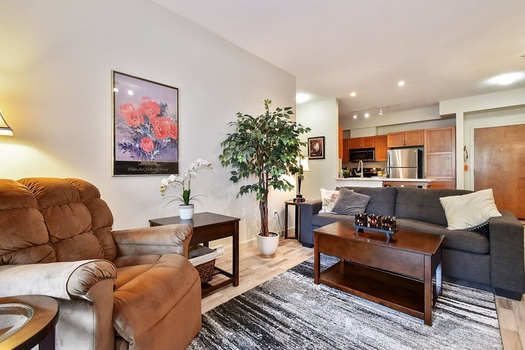 """Photo 7: Photos: 107 33318 E BOURQUIN Crescent in Abbotsford: Central Abbotsford Condo for sale in """"Natures Gate"""" : MLS®# R2499999"""