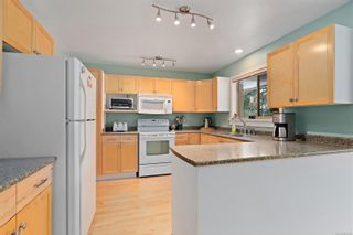 Photo 11: 3820 Cardie Crt in : SW Strawberry Vale House for sale (Saanich West)  : MLS®# 865975
