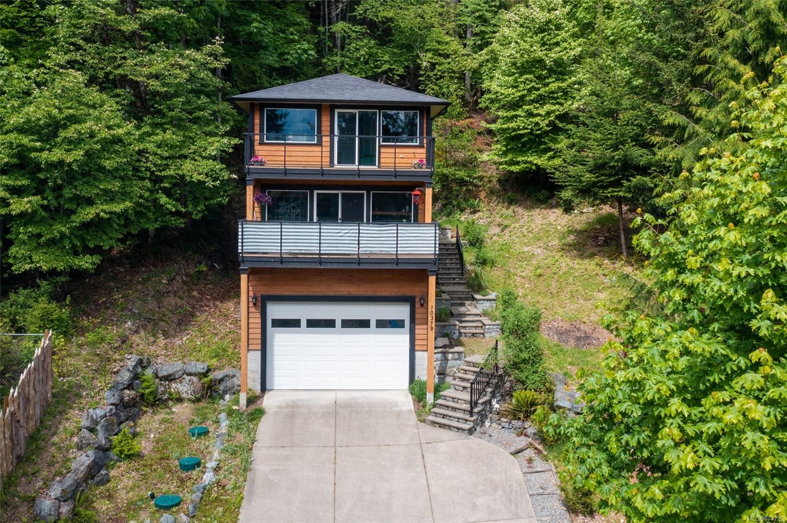 Main Photo: 10379 Arbutus Rd in Youbou: Du Youbou House for sale (Duncan)  : MLS®# 874720