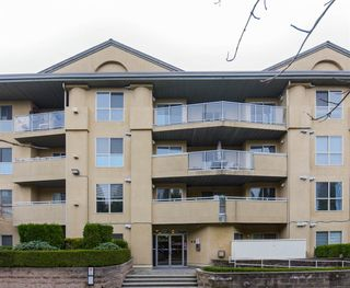 """Photo 1: 406 13780 76 Avenue in Surrey: East Newton Condo for sale in """"Earls Court"""" : MLS®# R2515734"""