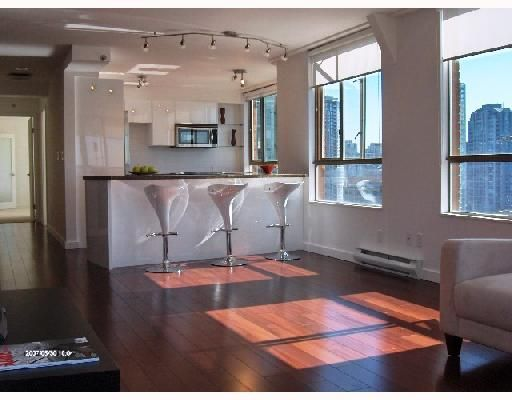 """Main Photo: 1701 888 PACIFIC Street in Vancouver: False Creek North Condo for sale in """"PACIFIC PROMENADE"""" (Vancouver West)  : MLS®# V675304"""