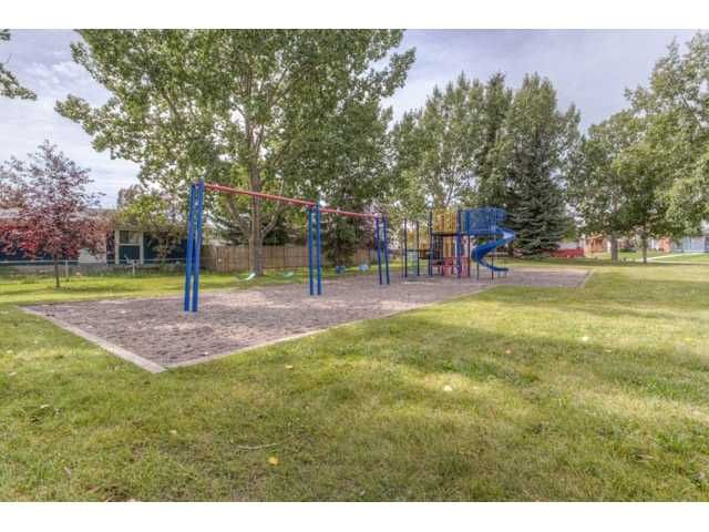 Photo 3: Photos: 39 SHAWGLEN Place SW in CALGARY: Shawnessy Residential Detached Single Family for sale (Calgary)  : MLS®# C3633354