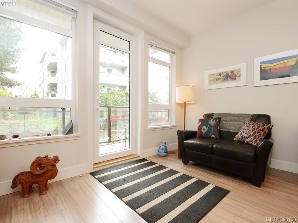 Photo 2: Photos: 202 935 Cloverdale Ave in VICTORIA: SE Quadra Condo for sale (Saanich East)  : MLS®# 784238