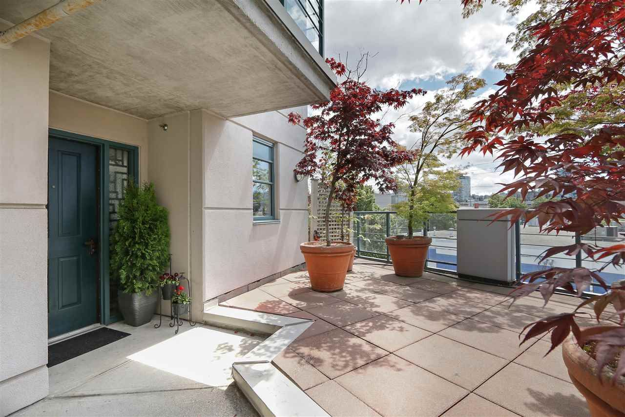 """Photo 4: Photos: 301 1630 W 1ST Avenue in Vancouver: False Creek Condo for sale in """"THE GALLERIA"""" (Vancouver West)  : MLS®# R2383041"""