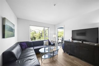 """Photo 4: 311 221 E 3RD Street in North Vancouver: Lower Lonsdale Condo for sale in """"Orizon on Third"""" : MLS®# R2470227"""
