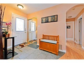 Photo 3: 2612 LAUREL Crescent SW in Calgary: Lakeview House for sale : MLS®# C4050066