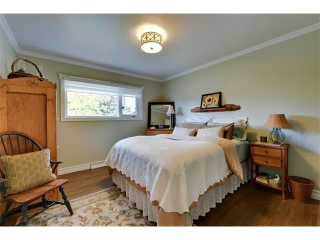 Photo 10: Photos: 5919 THORNTON Road NW in Calgary: Thorncliffe House for sale : MLS®# C4015197