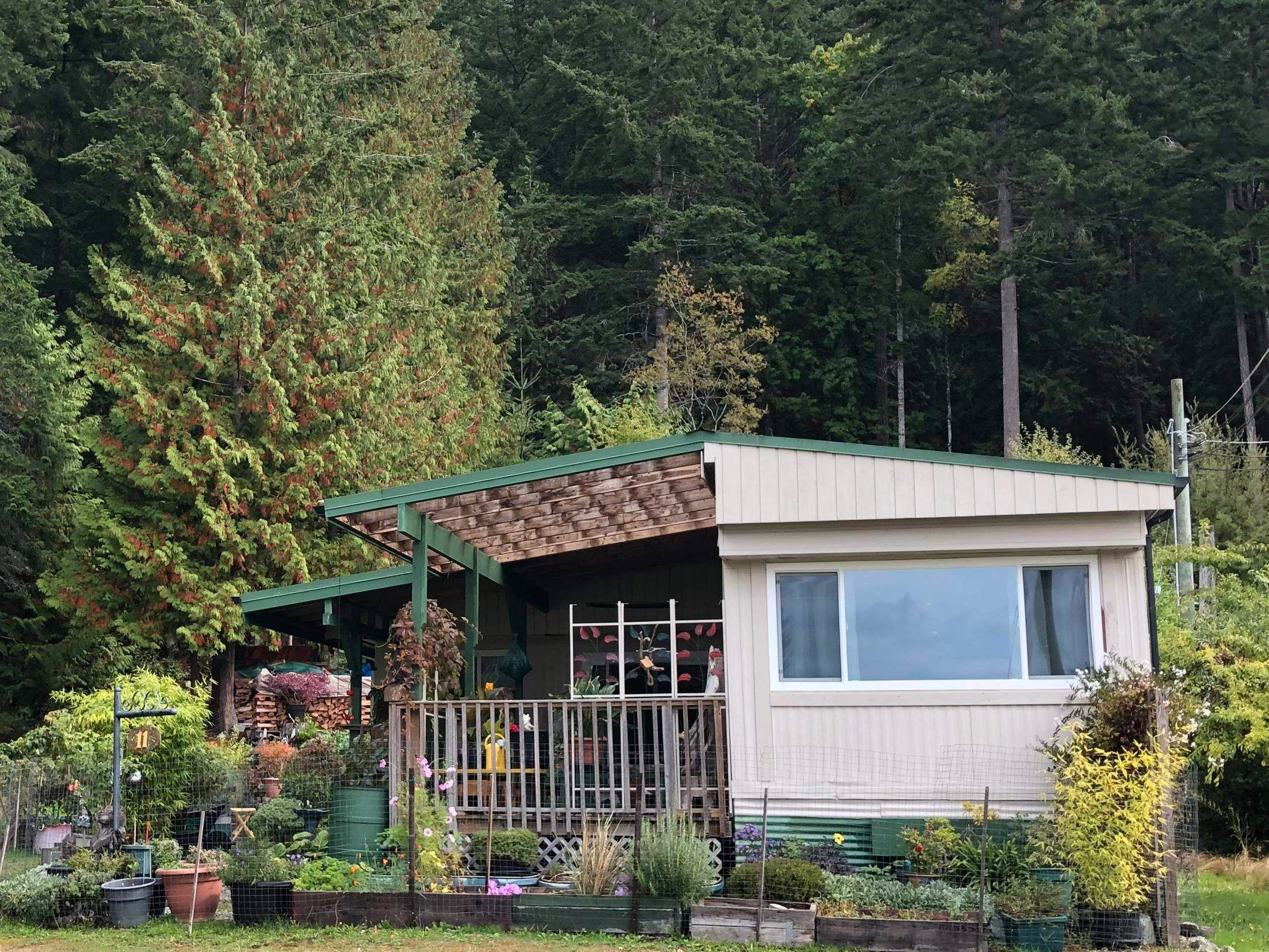 """Main Photo: 11 12248 SUNSHINE COAST Highway in Madeira Park: Pender Harbour Egmont Manufactured Home for sale in """"7 ISLES MOBILE HOME PARK"""" (Sunshine Coast)  : MLS®# R2621280"""