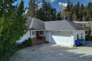 Photo 3: 6525 JASPER Road in Sechelt: Sechelt District House for sale (Sunshine Coast)  : MLS®# R2560207