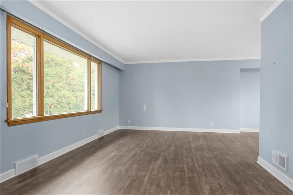 Photo 3: Photos: 9 Kenneth Street in Winnipeg: East Fort Garry Residential for sale (1J)  : MLS®# 202024668
