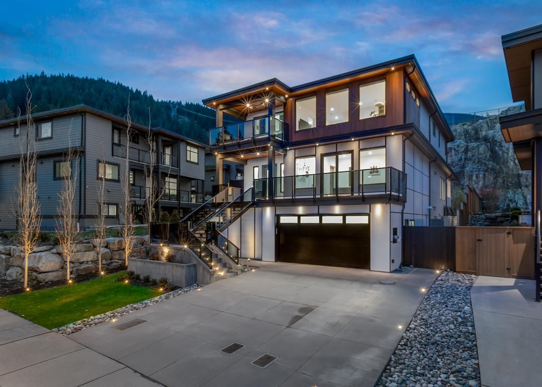"""Main Photo: 40340 ARISTOTLE Drive in Squamish: University Highlands House for sale in """"UNIVERSITY MEADOWS"""" : MLS®# R2552448"""
