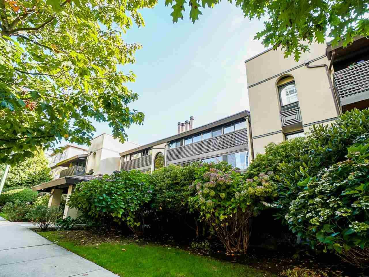 """Main Photo: 302 141 W 13TH Street in North Vancouver: Central Lonsdale Condo for sale in """"Tramore House"""" : MLS®# R2507057"""