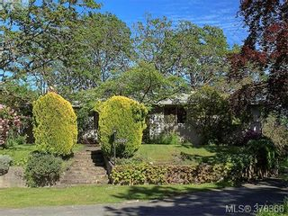 Photo 4: 3505 James Hts in VICTORIA: SE Cedar Hill House for sale (Saanich East)  : MLS®# 759789