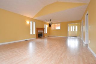 Photo 3: 2384 Fleetwood Crt in : La Florence Lake House for sale (Langford)  : MLS®# 860735