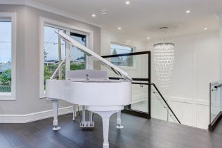 """Photo 10: 15765 PACIFIC Avenue: White Rock House for sale in """"White Rock"""" (South Surrey White Rock)  : MLS®# R2582579"""