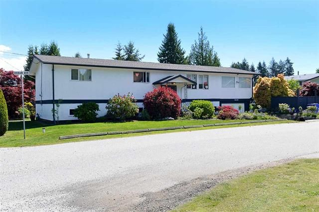 Main Photo: 5620 Ocean Avenue in Sechelt: Sechelt District House for sale (Sunshine Coast)  : MLS®# r2580710
